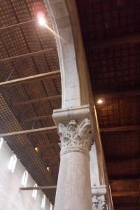 Gli interni della basilica di Aquileia, gli archi, il soffitto