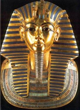 La maschera d'oro che copriva il volto di Tutankhamon, Museo Egizio del Cairo, 1320 a.C. circa
